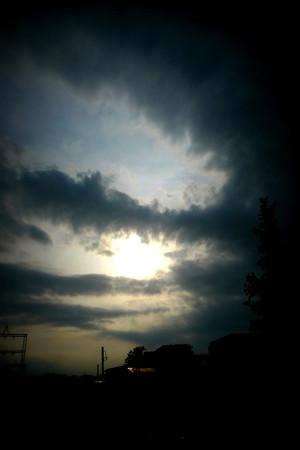 怪しい雲行き