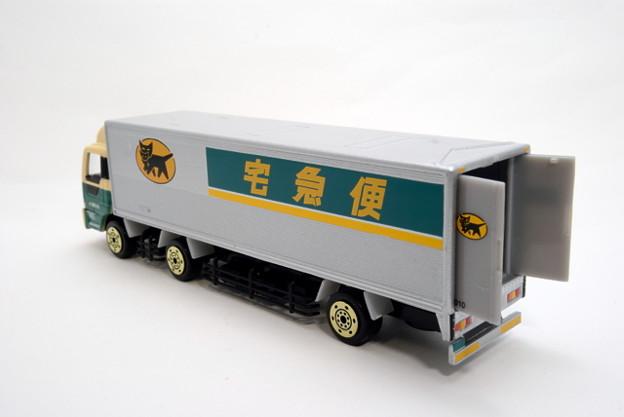 ヤマト運輸_10tトラック_002