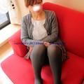 赤いソファーで!