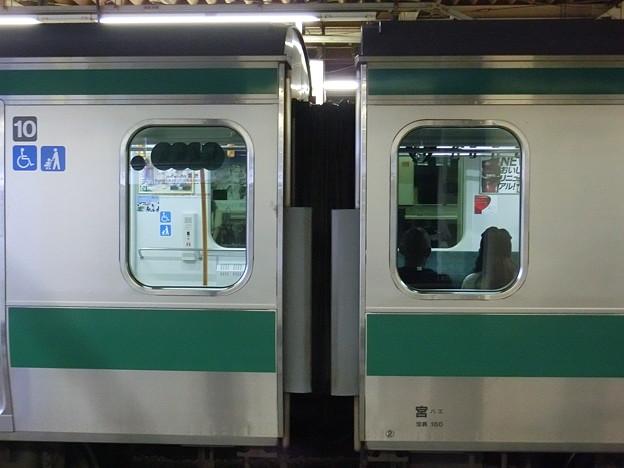 E233系7000番台の優先座席シール(2)