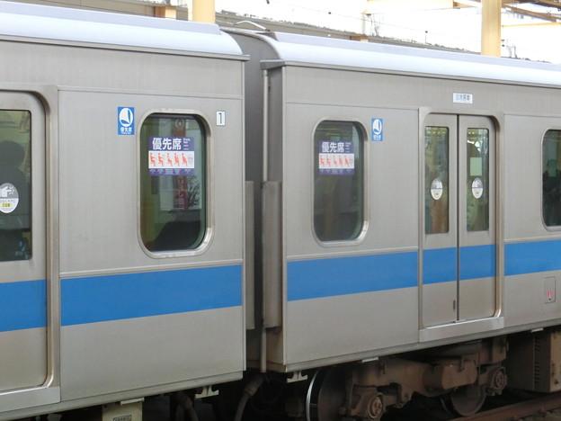小田急4000形の優先座席ステッカー位置-02
