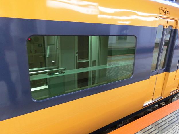 近鉄12400系に喫煙スペース設置。