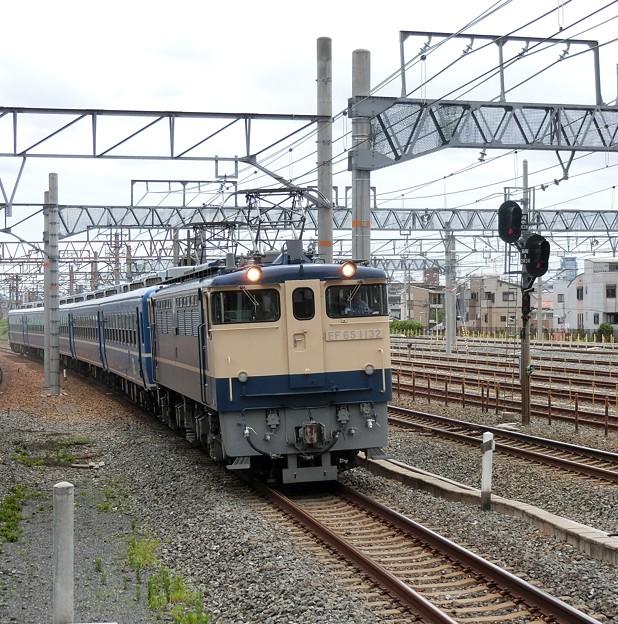 SL北びわこ号の客車を回送するEF65。