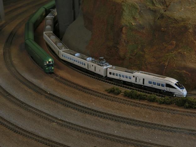 模型:885系とキハ72系-01