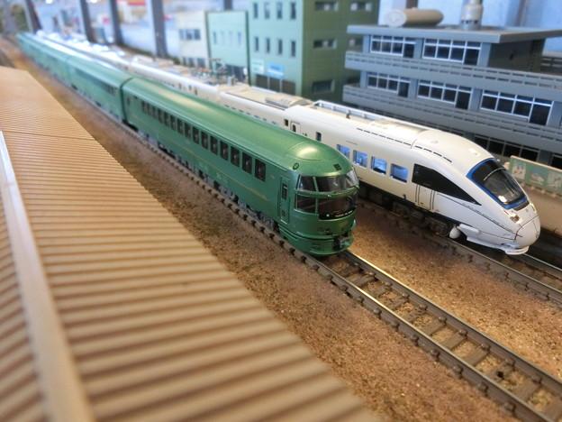 模型:885系とキハ72系-02