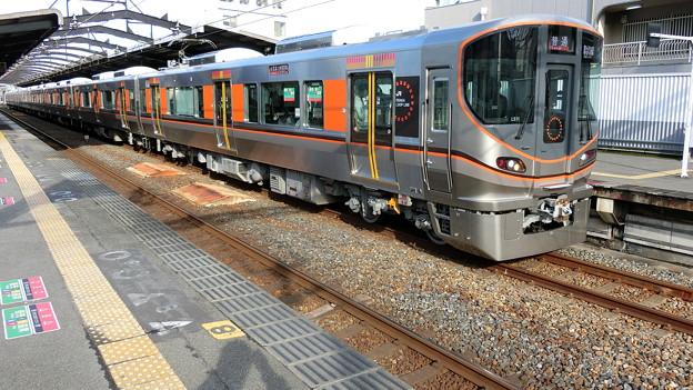 JR西日本:323系(LS11)-01