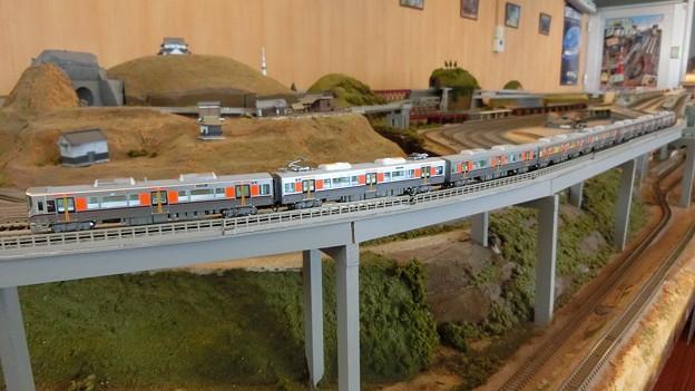 模型:JR西日本323系-01