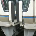 奈良の221系はヘッドライト点いてない。