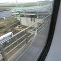 写真: 関西国際空港連絡橋、完全復旧はまだ。