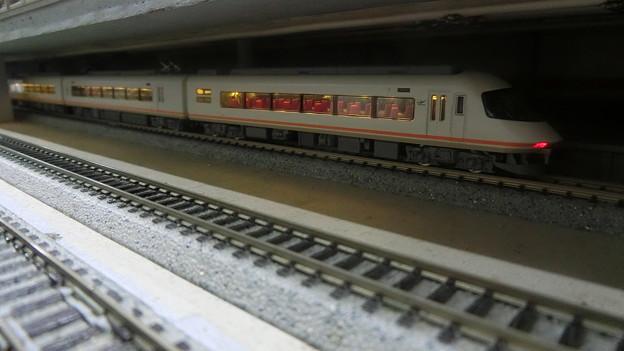 模型:地下駅に停車中のアーバンライナー