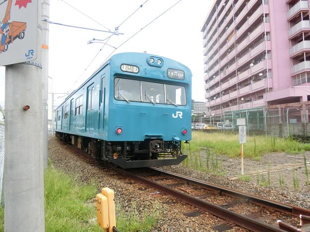 和田岬線を走る103系。