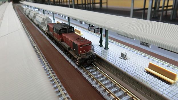 写真: DD51,ホキ1000形を牽引。
