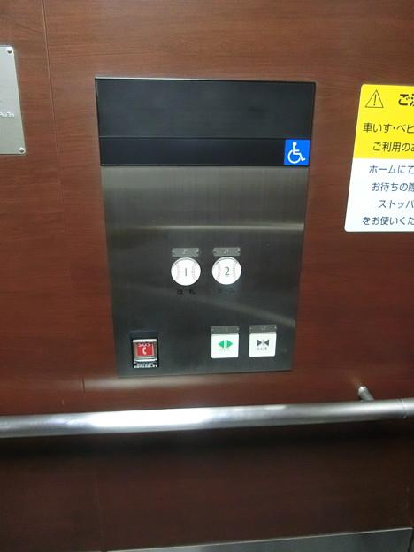 甲子園駅のエレベーターのボタン