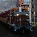 DE10形に牽引される嵯峨野観光鉄道SK100形客車。