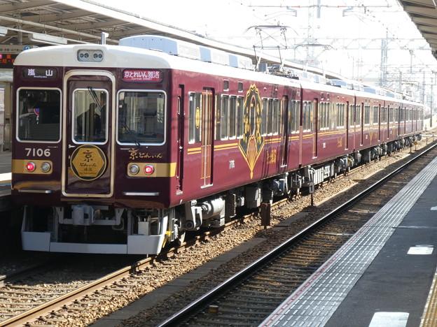 臨時直通列車の運用に就く7000系「京とれいん 雅洛」