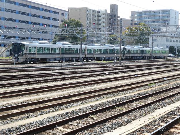 王寺駅構内に留置中の227系1000番台。