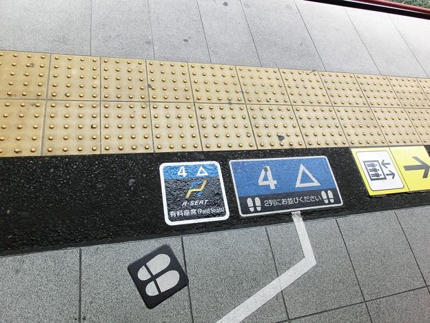 初めて見たAシートの乗車位置案内。