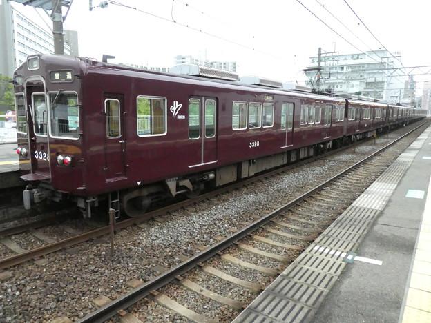 阪急:3300系(3328F)-01
