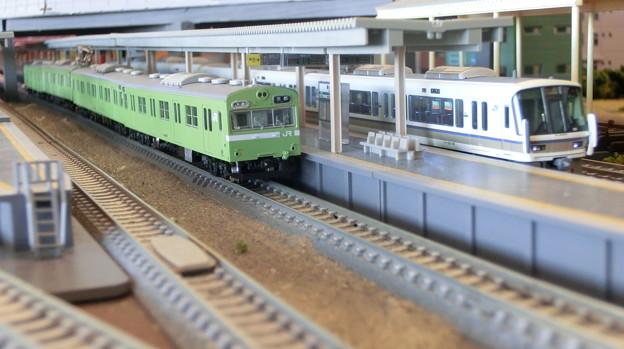 模型:103系と221系-01