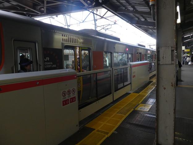 京橋駅環状線内回りのりばにホームドア稼働。