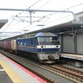 衣摺加美北駅ですれ違うEF210形300番台と201系。