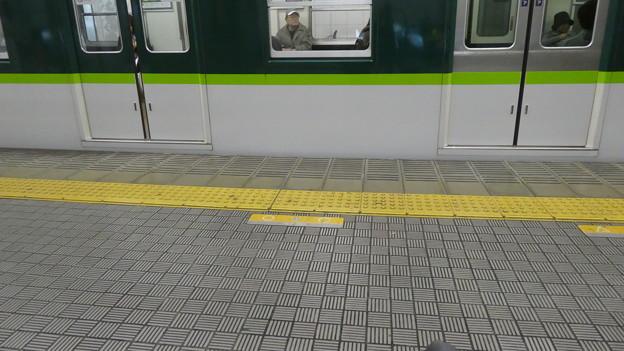 整列乗車を乱す京阪5000系。