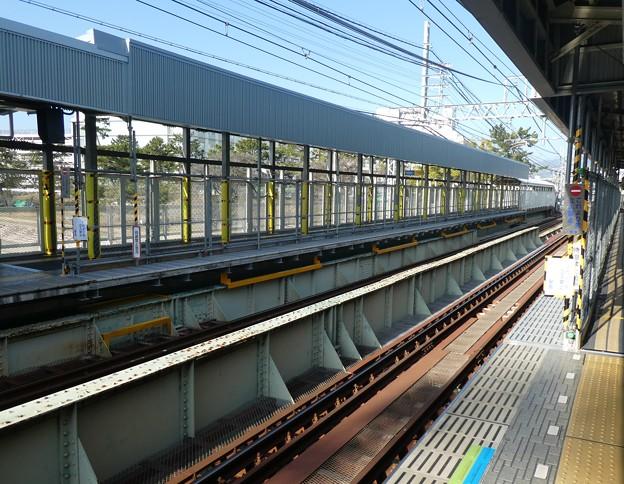 8両停車へ武庫川駅。