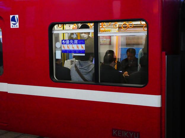 京急1500形の優先座席ステッカーの貼る位置について。