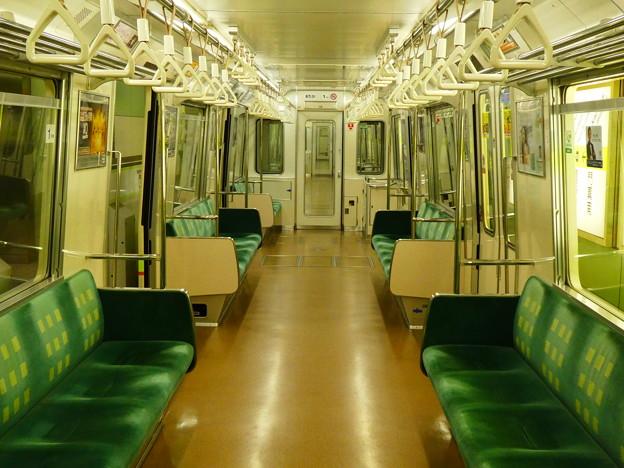 大阪メトロ:80系(車内)-01