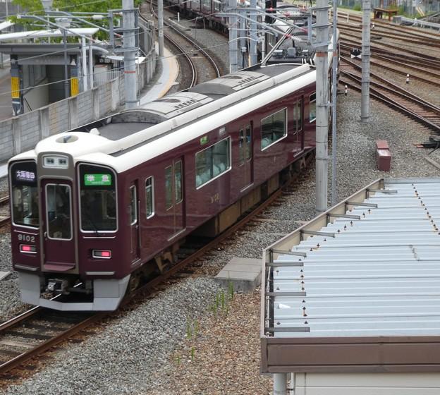 西宮北口駅を通過する準急。