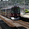 Photos: リニューアルされた『楽』青山町駅を通過。