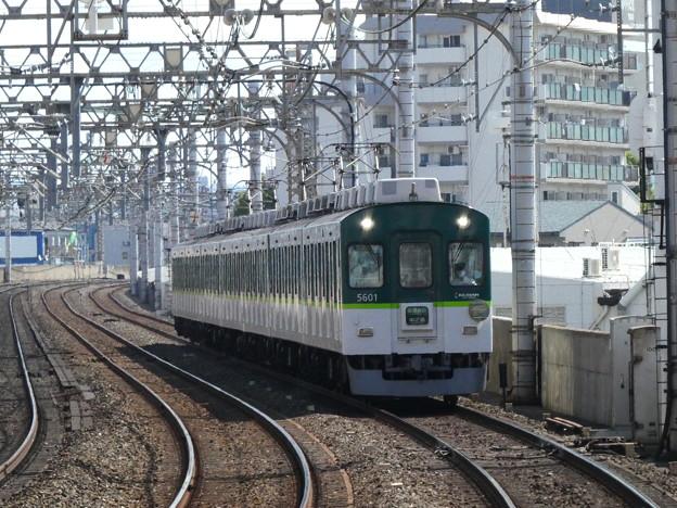 大和田駅付近を走る5000系。