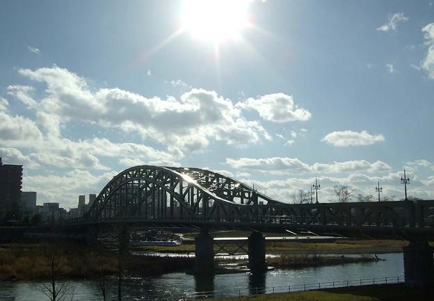 旭橋に降る日射し