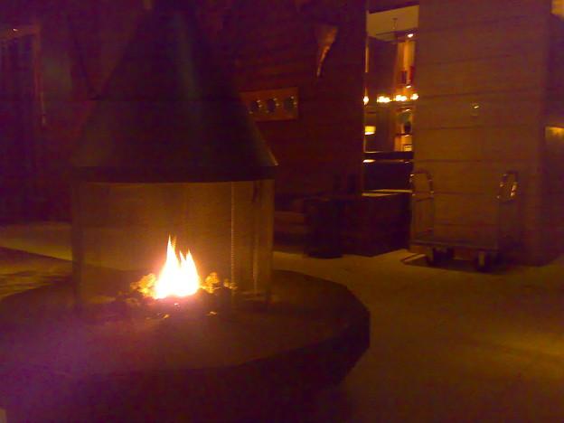 ホテルのロビー、暖炉あたた...