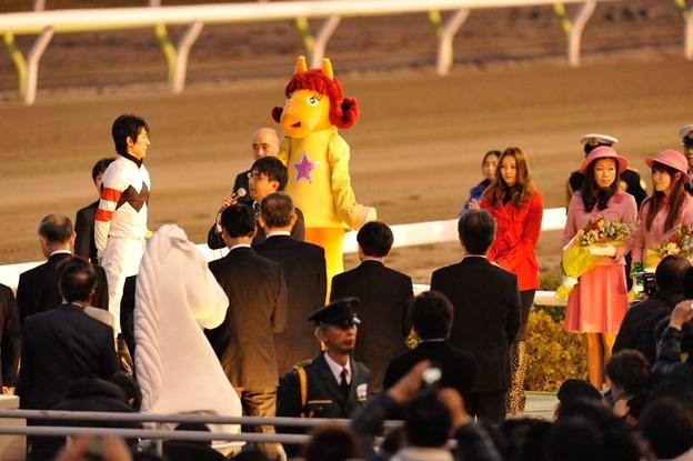 [東京大賞典2013]表彰式、香里奈さんが幸を睨む