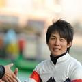 Photos: [川崎記念14]最後までサインや握手に応じる幸騎手マジイケメン