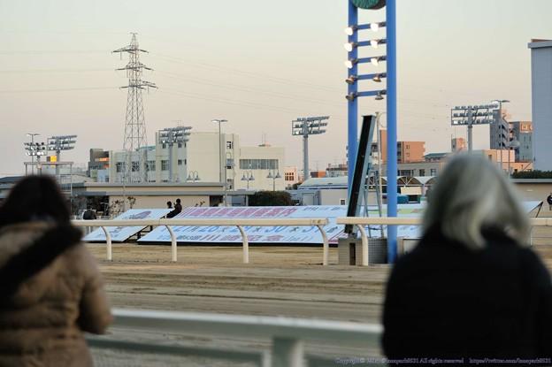 Photos: [福寿草特別14]撮影しようとしたらプレスが中途半端なスプリットでやってきた(→続く)