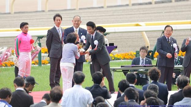 [140525東京11R優駿牝馬]表彰式の竹野内豊さん。 #東京ガス #ガスマニア