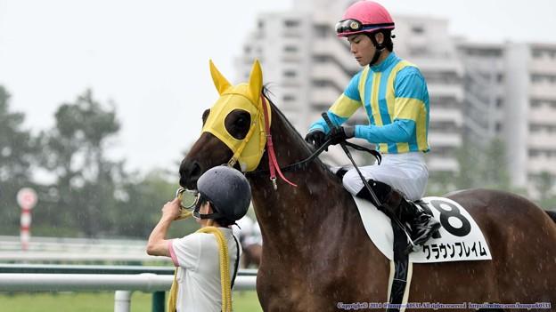 [140727中京5R新馬]クラウンフレイム&国分恭「はいはい、こっから走ればいいんですね」