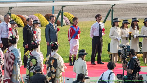 表彰式。みなさん険しめのご表情。【141026京都11R菊花賞】