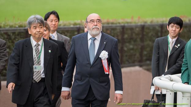 Photos: ラウル・デジャン駐日アルゼンチン大使「まあしかしでっかい競馬場だよね」【141109東京11Rアルゼンチン共和国杯】