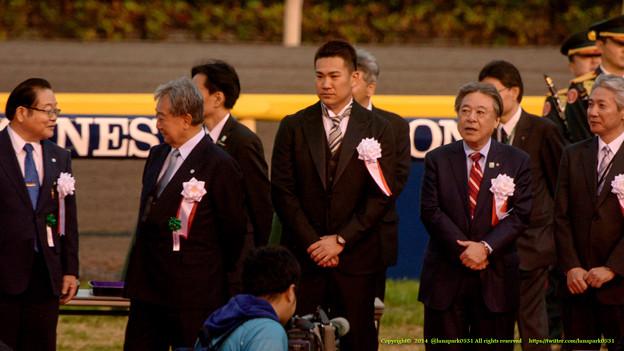 田中将大投手「えー、リン・チーリンさんの隣じゃないのかよー」【141130東京11Rジャパンカップ】 #JapanCup