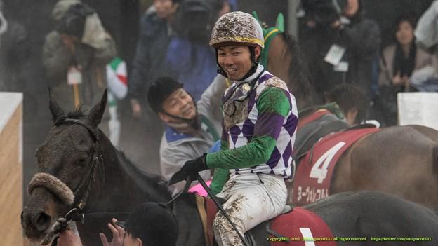 ヒラボクディープ「大野くんも笑うしかないよね」【150301中山11R中山記念】 #どろんこ競馬画像