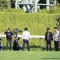 Photos: 1コーナーで中継中の皆さん。関テレ?【141026京都8Rなでしこ賞】