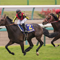 Photos: 50m、リアルスティールを交わして優勝を確信したドゥラメンテの馬上からデムーロが叫ぶ【150419中山11R皐月賞】