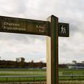 Photos: 大厩舎前の標識。競馬場まで1キロ…[151106Les Grandes Ecuries]