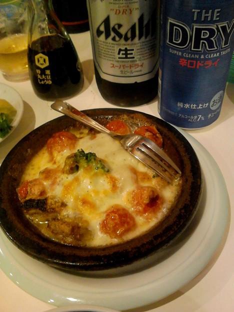 写真: 岡室 鳥とトマトのチーズ焼き