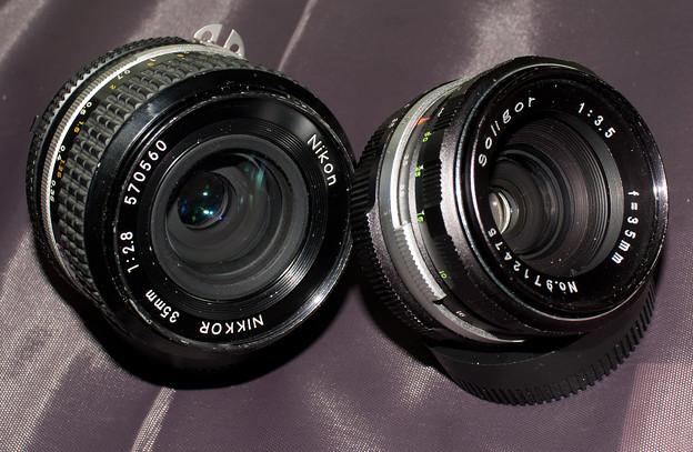 写真: Soligor 35mm f/3.5とNIKKOR 35mm f/2.8