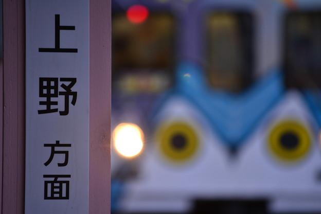 上野方面へ向かう電車が参ります