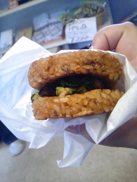 Photos: しいたけ飯バーガー。地元のB級グルメらしい。予想外においしかった